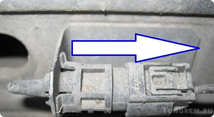 где установлен датчик температуры наружного воздуха на киа рио